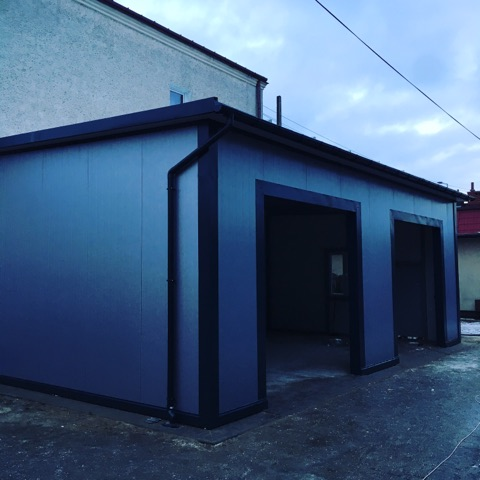 Stawiamy garaż z płyty warstwowej
