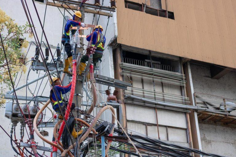 Jak zapewnić bezpieczeństwo pracownikom na dachu?