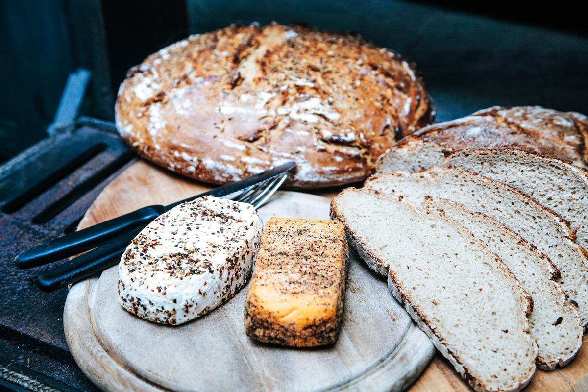 Jak wyrabia się tradycyjne wyroby piekarnicze?