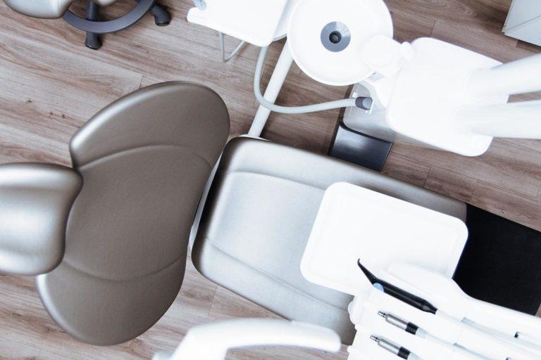 Gdzie uzyskać dobrze wykonany aparat ortodontyczny?